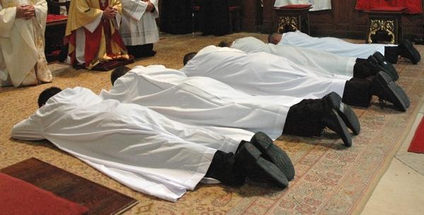 https://uj.katolikus.hu/kepek/2006/nagy/papszenteles12.jpg