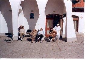 A Dorothea Otthont 2004-ben Mayer Mihály pécsi megyéspüspök áldotta meg. Az otthonban 42 lakó ápolását-gondozását végezzük.